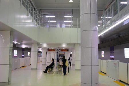 Shinjuku-sanchōme eki (新宿三丁目駅)